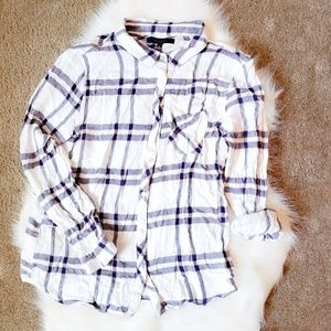 BE COOL Long Sleeve Button down size L